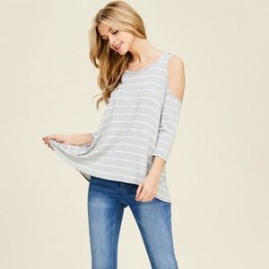 5a0090f01df9a3 NEW gray and white cold shoulder top